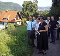 Staatssekretärin K. Roth (rechts, neben Sascha Binder) machte Vorschläge fürs weitere Vorgehen. FOTO: T. Zajontz