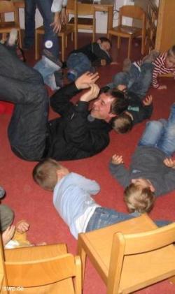 Der SPD-Kreisvorsitzende Sascha Binder im Kindergarten. Foto: Privat