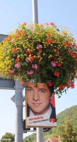 Lasst Blumen sprechen: ein Wahlkampfplakat in Bad Ditzenbach. FOTO: Tim Zajontz