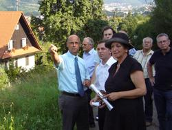 Kuchens Bürgermeister besichtigte zusammen mit Karin Roth und Sascha Binder die geplante Trassenführung. FOTO: T.Zajontz
